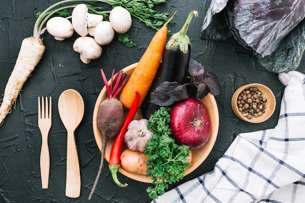 Wooden plate with vegetables Free Photo