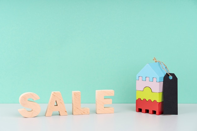 Wooden sale lettering on blue background Free Photo
