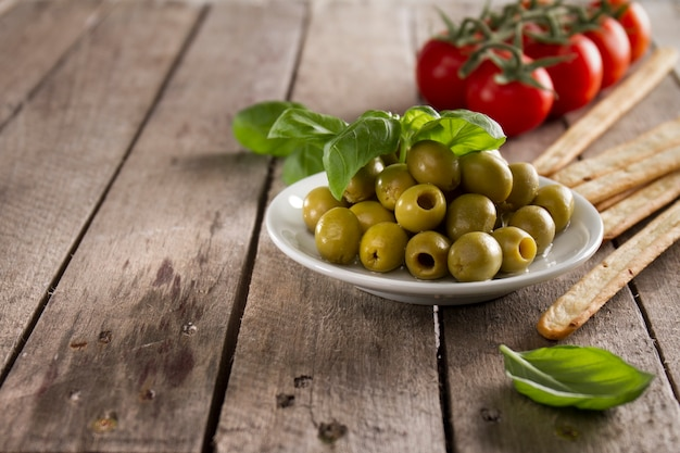 Wooden surface with olives and tomatoes background Free Photo