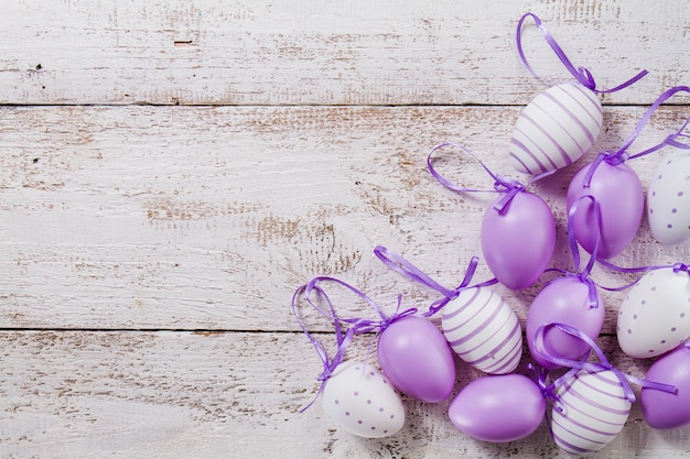 Wooden table with purple easter eggs Free Photo