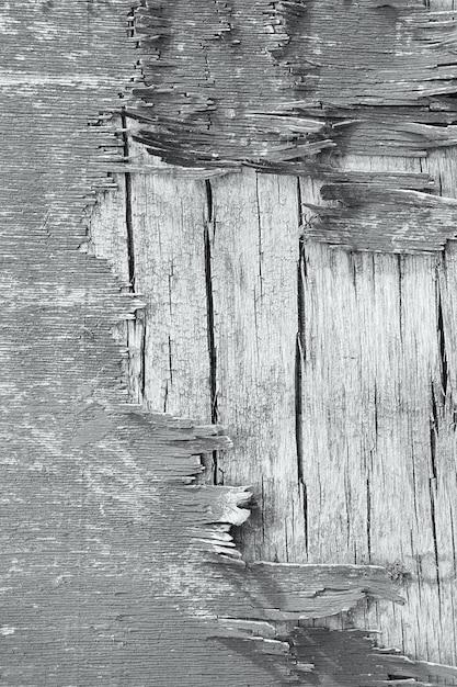 Деревянная стена с облупившейся краской. краска облупившейся штукатурки стен. старый деревянный окрашенный деревенский фон, шелушение краски Premium Фотографии