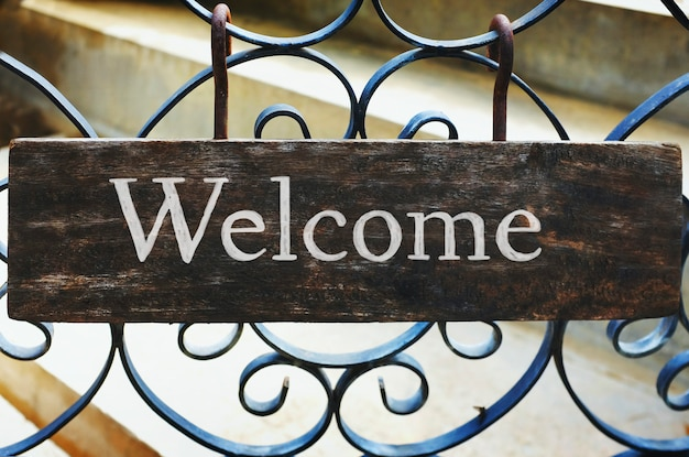 Wooden welcome sign mockup Free Photo