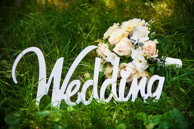 Word of wedding and bridal bouquet Premium Photo