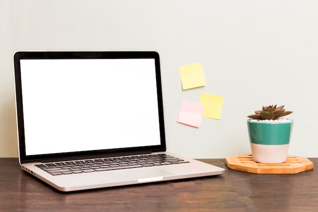 Work space laptop with blank screen Premium Photo