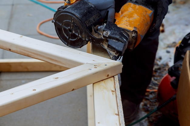 The worker makes finishing works of walls with a white wooden board, using laser line level. Premium Photo