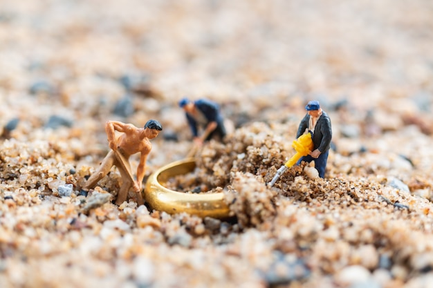Worker team digging  gold rings on the floor Premium Photo
