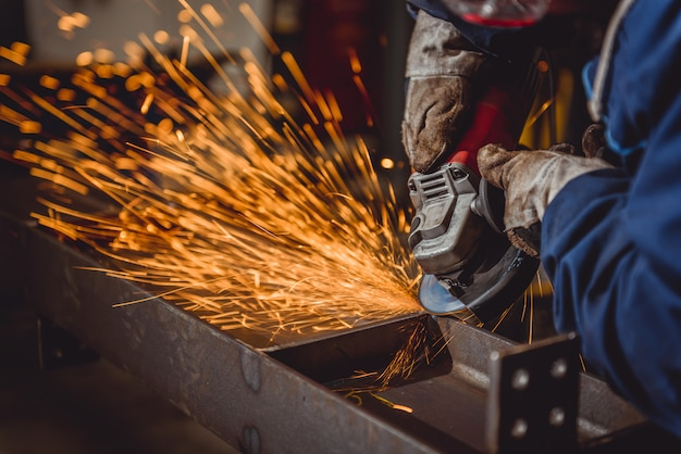 Worker using angle grinder Premium Photo