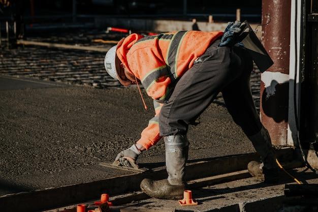 建設現場の労働者 無料写真