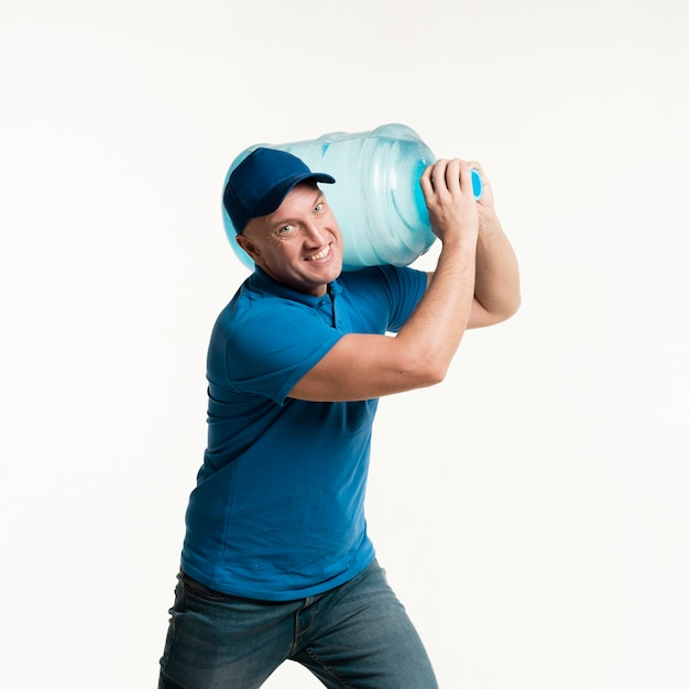 Working delivery man holding water bottle Free Photo