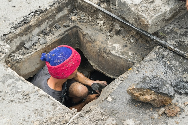 Working for drain cleaning Premium Photo