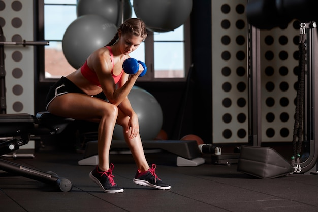 Workout at gym club Premium Photo