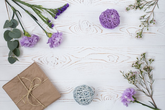 Workspace with flowers, gift Premium Photo