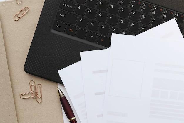Рабочее пространство. рабочее место и офисный стол Бесплатные Фотографии