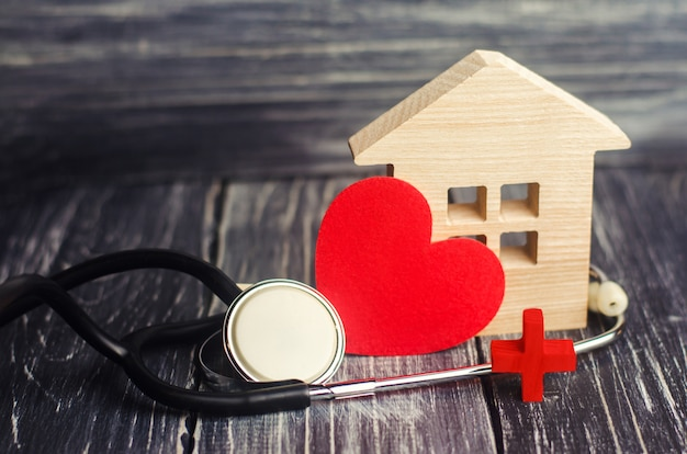 world health day the concept of family medicine and insurance stethoscope and heart 72572 145 - Todas as vantagens de um seguro residencial
