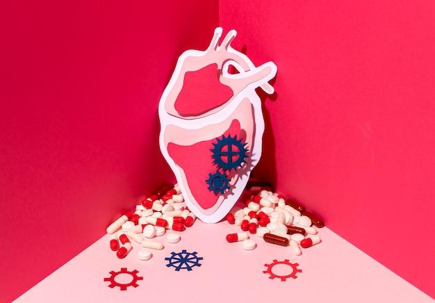 Concetto di giornata mondiale del cuore con le pillole Foto Gratuite