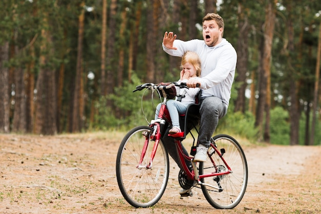 Worried father and daughter on bicycle Free Photo