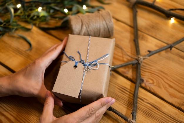 Подарочная упаковка из бумаги счастливой хануки Бесплатные Фотографии
