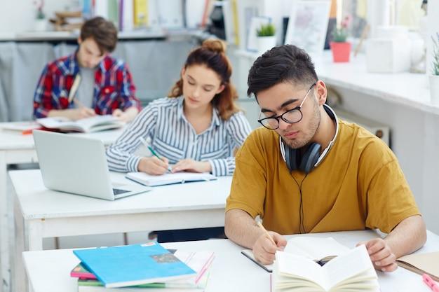 Writing essay Free Photo