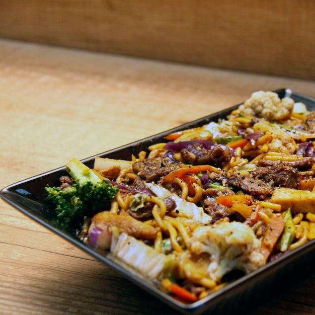 Yakissoba sushi Premium Photo