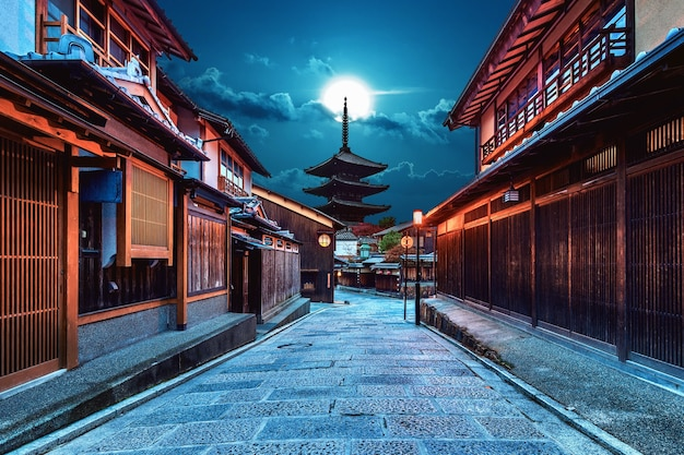 Yasaka pagoda and sannen zaka street in kyoto, japan. Free Photo