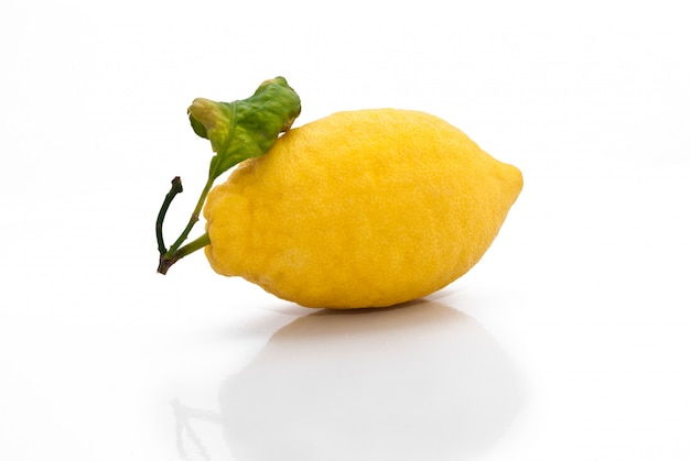 Yellow sicilian fresh lemon Premium Photo