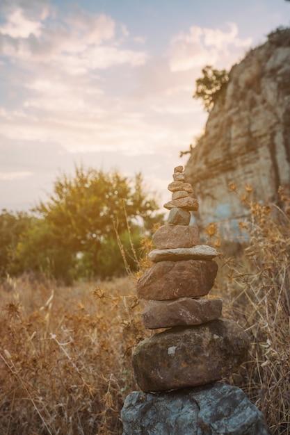 自然の中のヨガの石 無料写真