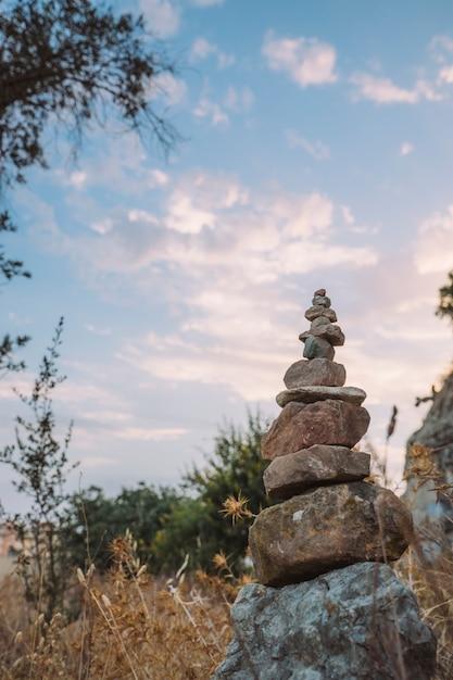 ヨガの石、自然と空 無料写真
