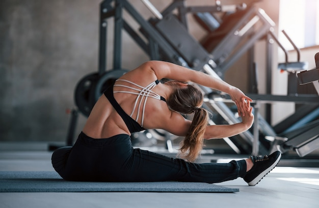 Yoga stretching. photo of gorgeous blonde woman in the gym at her weekend time Free Photo