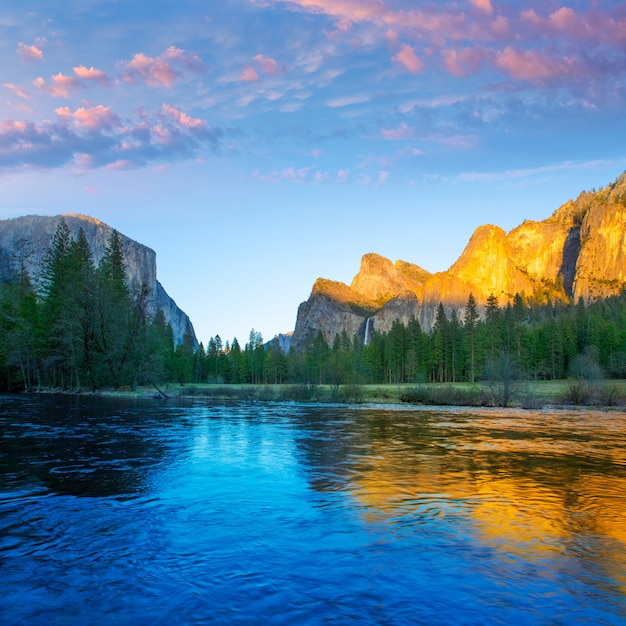 Yosemite merced river el capitan and half dome Premium Photo