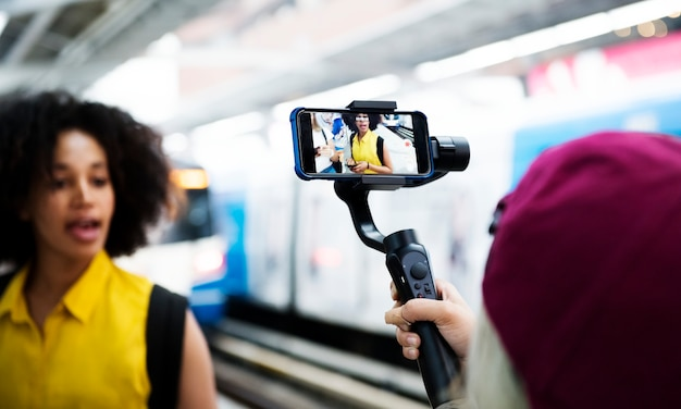 Young adult woman traveling and vlogging social media concept Free Photo