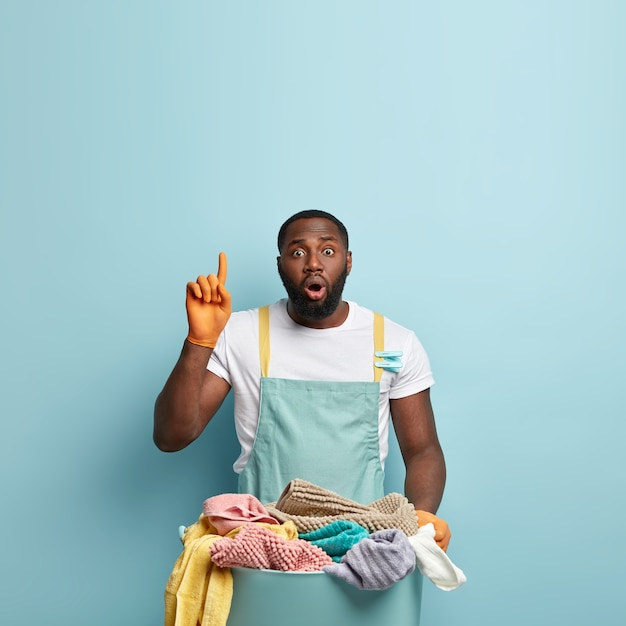 Young african american man doing laundry Free Photo