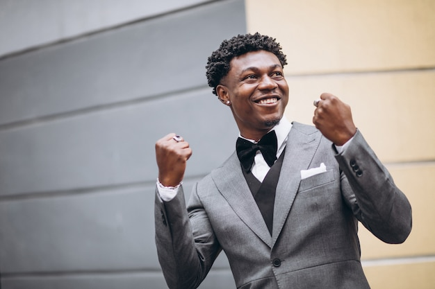 Young african businessman in classy suit Free Photo