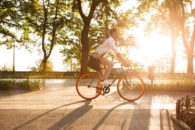 Young african man in early morning with bicycle walking Free Photo