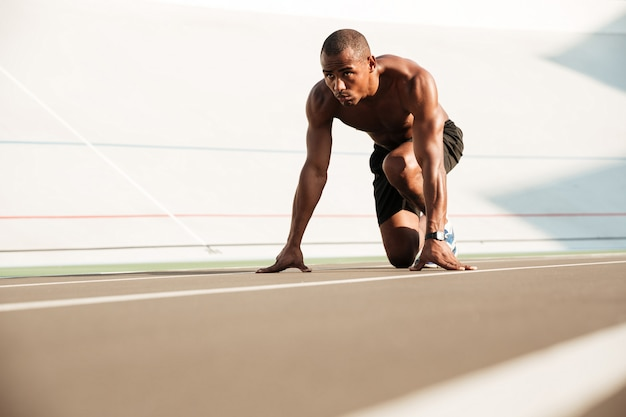 Young african runner starting and preparing to run Free Photo