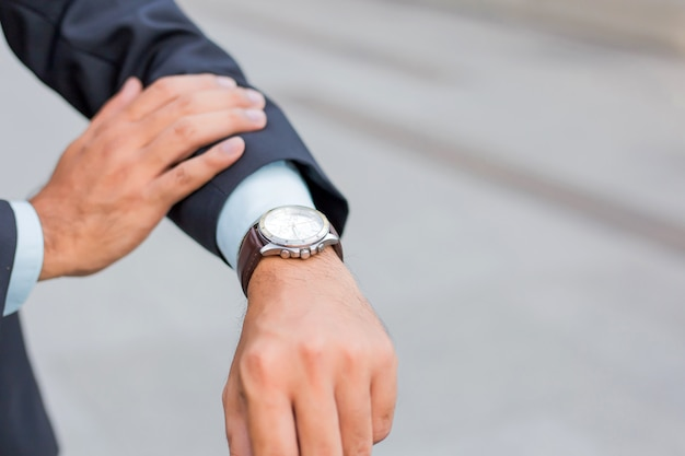 Young asia handsome businessman looking at his watch Premium Photo