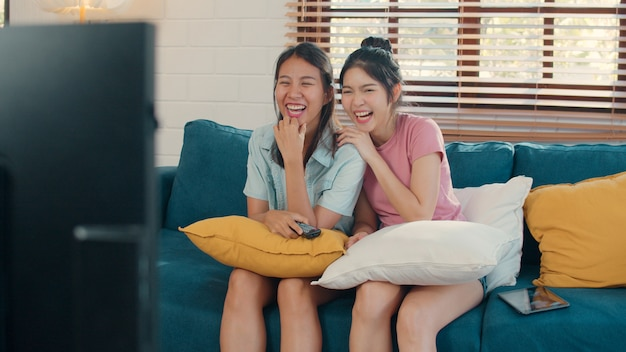 Young asia lesbian lgbtq women couple watching tv at home Free Photo