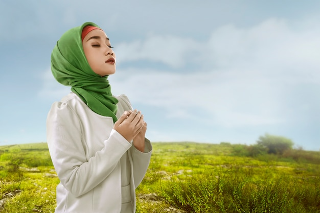 Young asian muslim woman look beauty with hijabstyle Premium Photo