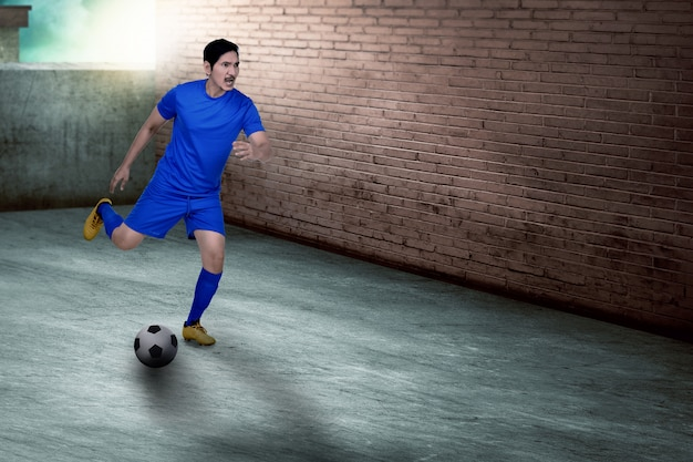 Young asian soccer player practicing soccer Premium Photo