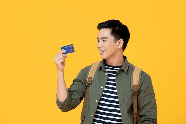 Có nên rút tiền bằng thẻ Visa không?