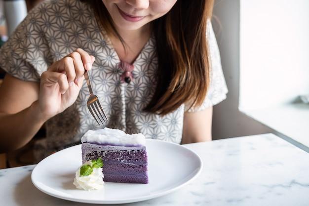 Young asian woman enjoy eating dessert in restaurant Premium Photo