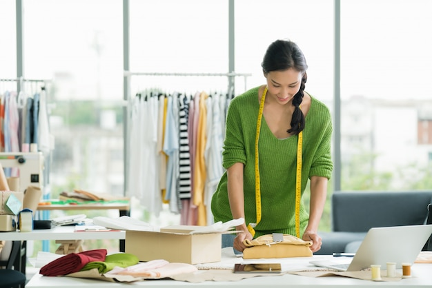 Young asian woman entrepreneur Premium Photo
