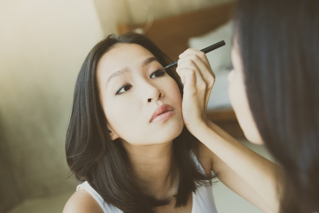 Young asian woman make up yourself | Free Photo
