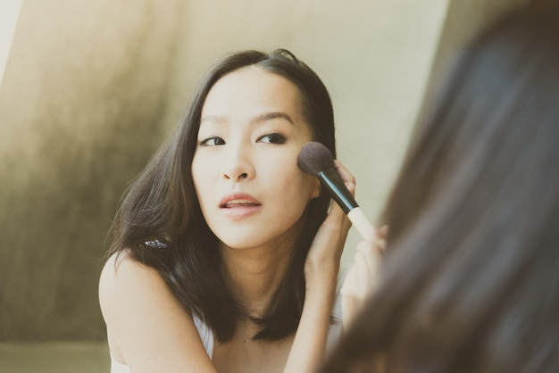 Young asian woman make up yourself Free Photo