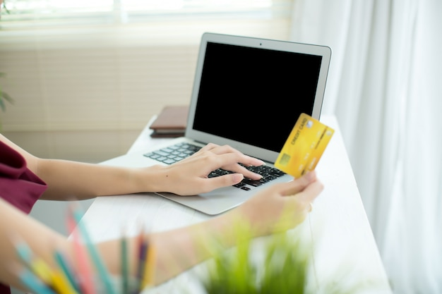 Young asian woman paying with credit card Free Photo