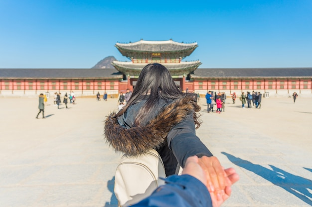 Young asian woman traveler with backpack traveling into the gyeongbokgung palace Premium Photo