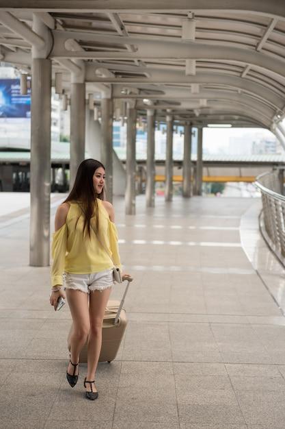 Young asian woman visit bangkok city Premium Photo