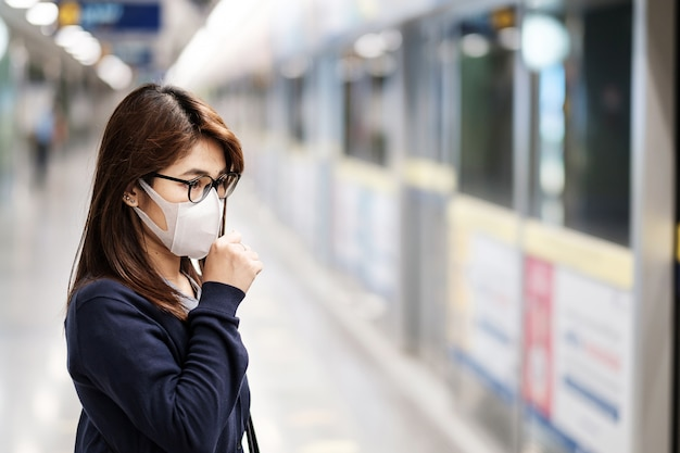 Young asian woman wearing surgical mask Premium Photo