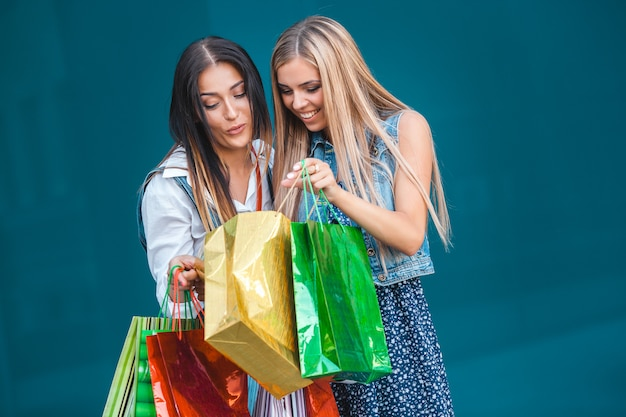 Young atractive women with shopping bags outdoors Premium Photo