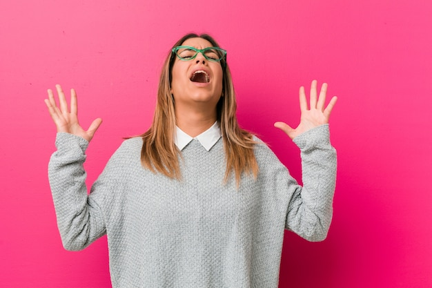 Young authentic charismatic real people woman against a wall screaming sky, looking up, frustrated. Premium Photo