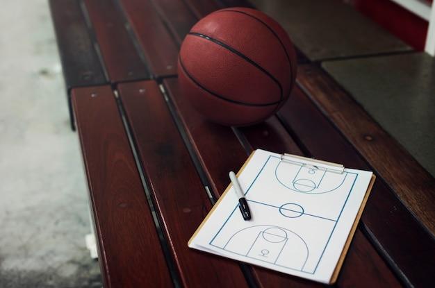 Young basketball player shoot Free Photo